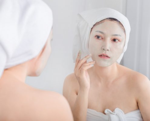 Applying of Face Mask | Shinagawa Aesthetics Blog