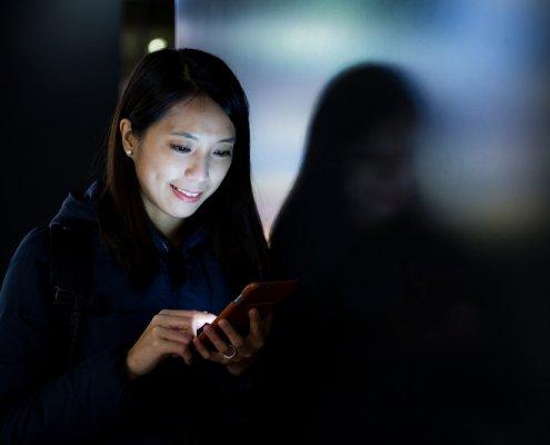 Eyesight Problems Due to Excessive Phone Usage | Shinagawa LASIK Blog