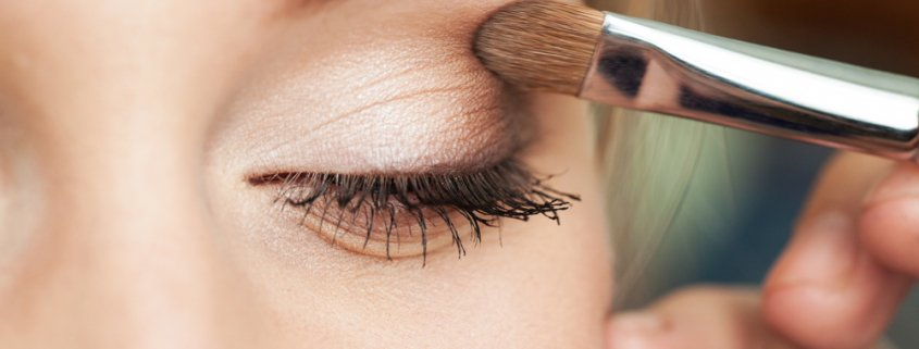 Is Makeup Bad For Your Eyes? | Shinagawa LASIK Blog